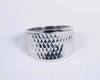 14K White Gold Diamond Cut Band, Size 7