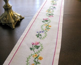 Mid century / Swedish Hand Embroidered Linen Table Runner / Cross Stitch Linen Table Runner / Vintage Embroidered Linen Doily / Old / Sweden