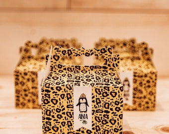 Boxes of surprises for sweets, keepsake for guests, souvenirs, jungle safari