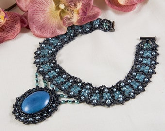 Blue pendant choker, necklace, beaded, beadwoven