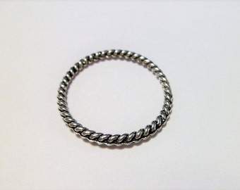 Antique silver hammered round rings