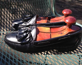Weejuns - Black Tassels - Mens size 7 -  Women's size about 8.5. -  excellent condition