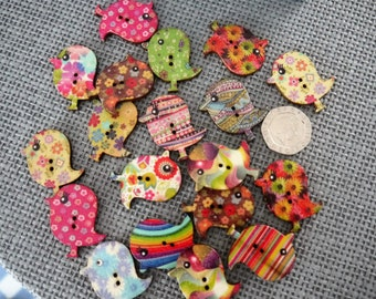 10 x Vintage Style Bird Shape Mixed Colour and Pattern Wooden Buttons