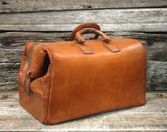 Vintage Leather Satchel, Vintage Doctors Bag, Vintage medical bag, Zippo-Grip bag, Valise, vintage luggage,