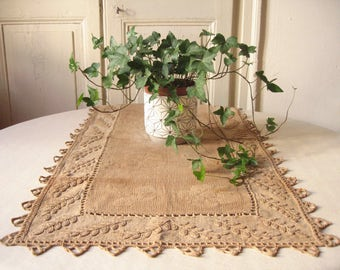 Old linen table runner / embroidery and lace crochet / handmade / french Vintage / old linen / table shabby Center