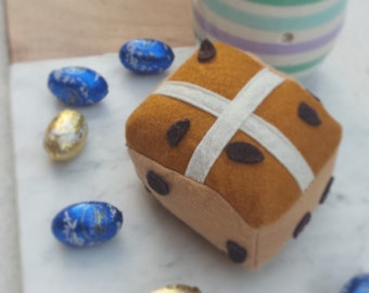 Felt food hot cross buns for imaginative play. Pretend play felt food for tea parties, kitchens. Easter gift. Waldorf inspired