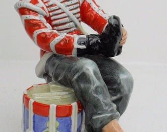 Royal Doulton figure DRUMMER BOY HN2679 1960-1990  height 8 inches