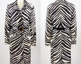 1960s Vintage RAIN-PAKA TRAVELAER / Black & White Zebra Pattern / Polyester Coat With Belt / Size 14 - Very Good