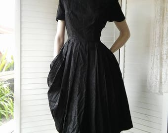 1940's 1950's black cotton dress with short sleeves
