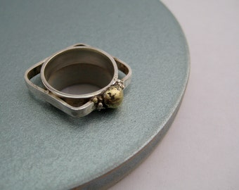 Square silver ring with brass and silver bubbles. geometric silver ring, anillo de plata geométrico.