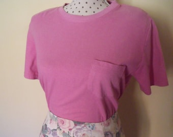 T-shirt pink short sleeve with shoulder pads / / Vintage 90's / / size M / / Eddie Bauer / / 100% cotton //Hecho in Canada