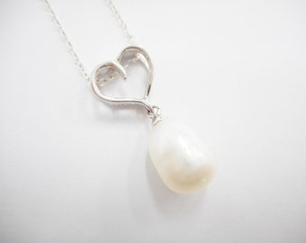 """Pearl Necklace, Heart Necklace, Sterling Necklace, Vintage Pearl Necklace, Sterling Silver Pearl Heart Pendant Necklace 18"""" #2466"""