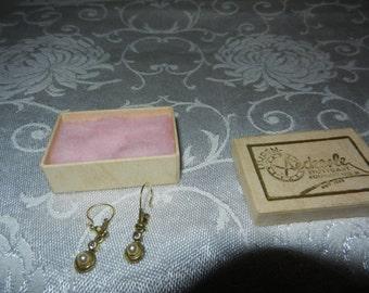 Vintage gold/pearl little earrings for pierced ears
