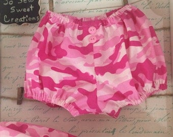 Pink Camouflage diaper cover and headband set. Size 6-9M. Stretchy elastic and pink button details accent this adorable set.