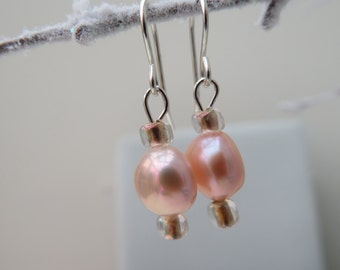 Pearl [pale peach] earrings