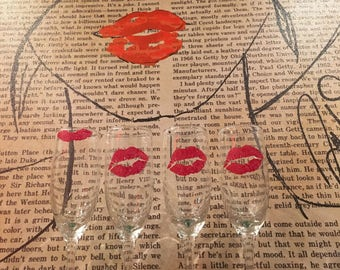 Kiss Champagne Glasses