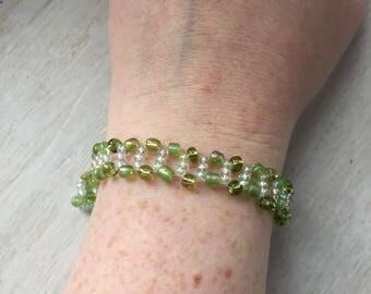Green glass bead bracelet, summer gift bracelet, green bead bracelet, beaded bracelet, seed bead bracelet, green seed bead, bead weave brace