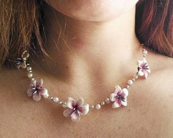 Necklace with white lilies and pearls