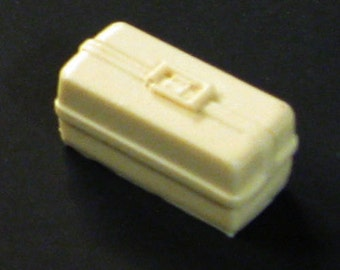 1:25 scale model ambulance clamshell drug trauma box