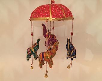 Hängende Elefanten Dekoration aus Indien - Hellrot