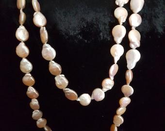 AMAZING 120 cm Strand Of Lustrous Peach Baroque Pearls