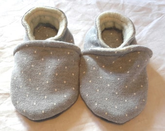 Filled slippers, size 24, grey with white dots