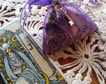 Mojo Bag to draw Psychic Perception and clairvoyance from The Cunning Toad helping hand for psychic development (sold as curio)