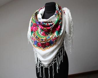 Big Vintage shawl.Large White Flower Shawl.Floral shawl.Russian scarf shawl.Vintage wool shawl.Russian Shawl.Wedding shawl.Floral scarf.