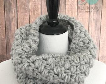 Chunky crochet cowl, chunky infinity scarf, grey puff stitch cowl, grey chunky infinity scarf, grey winter scarf, chunky grey winter scarf