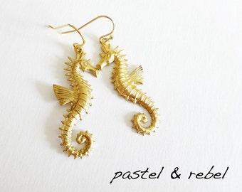 Seahorse earrings in victorian stil