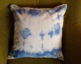 Sky blue tie-dyed cushion cover