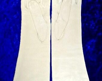 Lavaris Chevrette ~ Vintage Kid Leather Gloves ~ Size 7 1/2 ~ Made In Italy