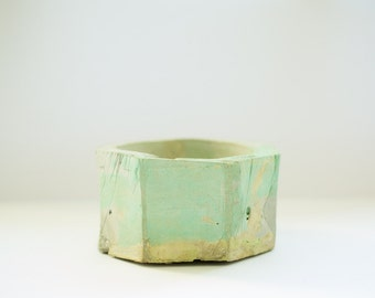 Ashtray, pastel green and violet.