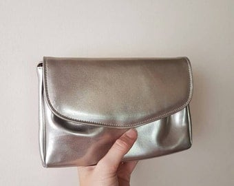 Gorgeous Silver Purse • Vintage leather bag • Silver leather bag •   Crossbody bag • metallic evening clutch