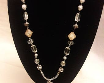 Glass and crystal necklace with genuine pearl pendant