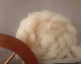 British Wool Roving - Hampshire Down - 200g - hand prepared undyed wool batt - bleach free roving- spinning wool roving - combed wool