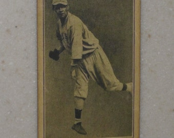 1916 m101-5 Babe Ruth with Holmes on Homes Back