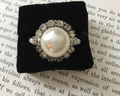 SALE! Fabulous vintage Sarah Coventry faux pearl and rhinestone ring (A099)
