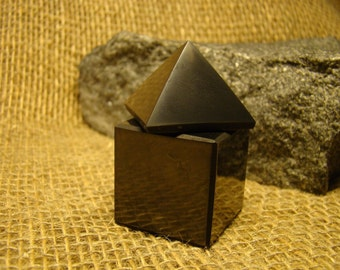 Shungite square of 30 mm. / 1.18 oz + pyramid 30 mm. / 1.18 oz of Karelia.
