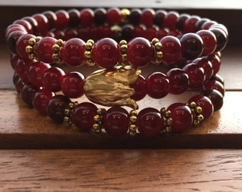 red beaded bracelet, flower beaded bracelet, minimalist beaded bracelet, burgundy beaded bracelet, red and gold, gift for her