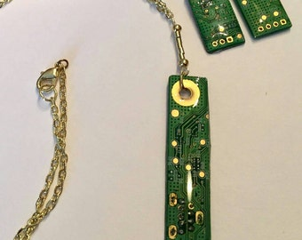 Recycled circuit board jewelry. Necklace and earrings
