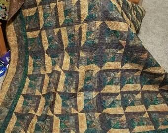 "Handmade Queen sized Quilt ""Splitting Image"""