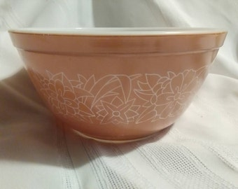 Vintage Pyrex Woodland #402  1.5L Tan with White Flower Outlines Mixing Bowl