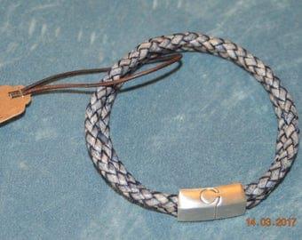 Braided leather bracelet for men.