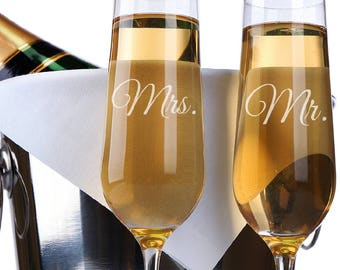 Set of 2, Mr. Mrs. Wedding Champagne Flutes, Personalized Champagne Flute Wedding Favors, Custom Bride and Groom Champagne Glasses #N11
