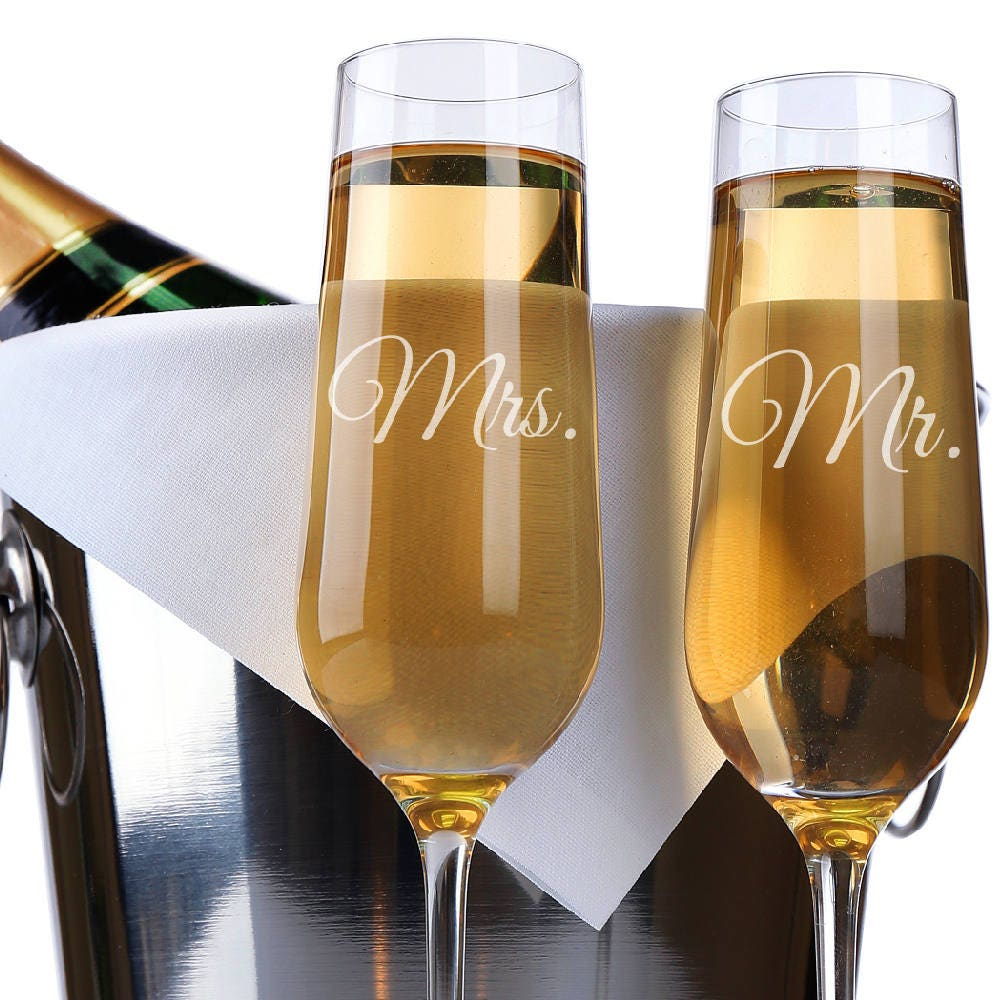set of 2 mr mrs wedding champagne flutes personalized champagne flute wedding favors custom. Black Bedroom Furniture Sets. Home Design Ideas