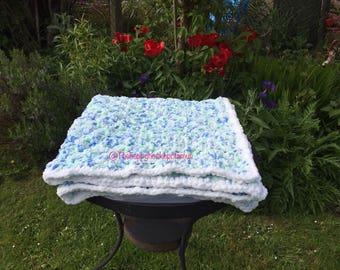 Extra chunky baby blanket 90cm x 90cm