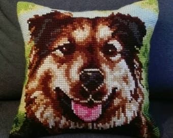 Holster cushion point of cross Cross Stich German Shepherd hand-embroidered