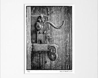 "Danilo Böhme ""Verschlossen"", Schwarzweiß-Fotografie, FineArt Print im Passepartout, Original, Vintage Print, Limitiert, Handsigniert"