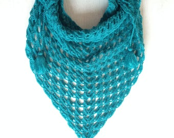 Baktus scarf, Crochet Scarf, Triangular scarf, crochet neckerchief, Winter Scarf, Kids Shawl, Woman Scarf, Emerald Scarf, shawl crocheted